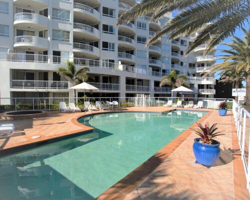 Gold-Coast-Facilities-Kirra-Beach (1)