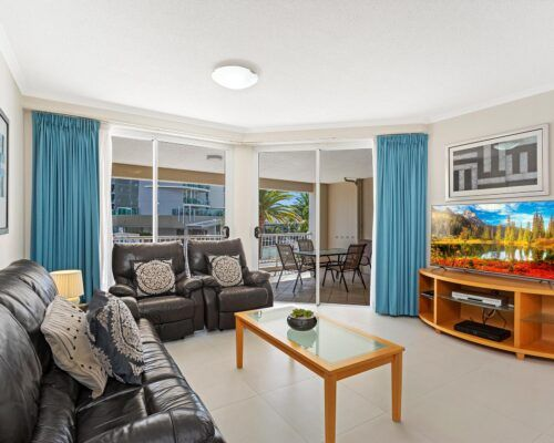 Kirra-Beach-Apartments-2-bed-pool-view (12)
