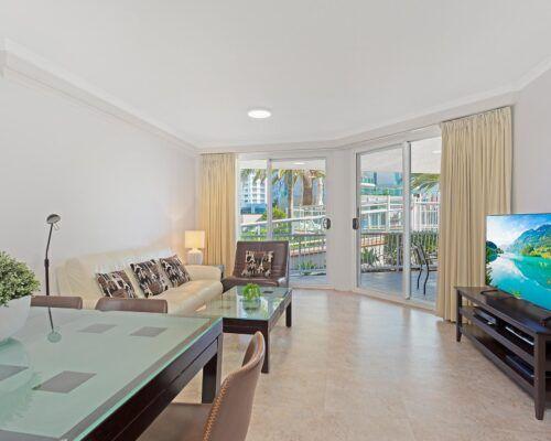 Kirra-Beach-Apartments-2-bed-pool-view (4)