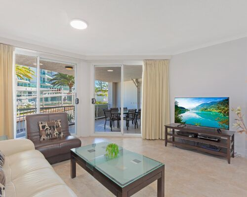 Kirra-Beach-Apartments-2-bed-pool-view (5)