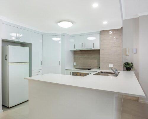 Kirra-Beach-Apartments-2-bed-pool-view (7)