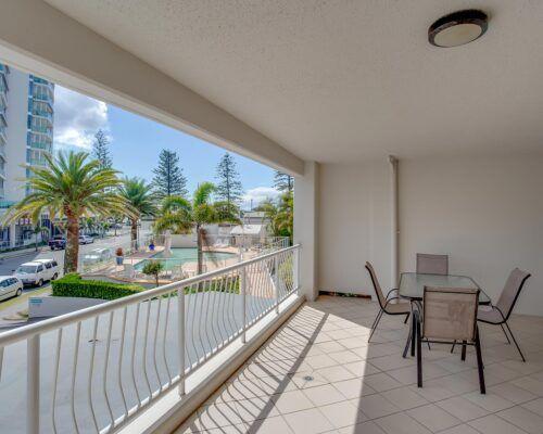 Kirra-Beach-Apartments-2-bed-pool-view (8)