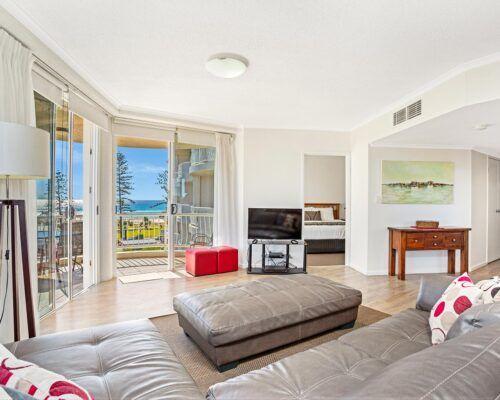 Kirra-Beach-Apartments-3-Bedroom-Ocean-view (5)